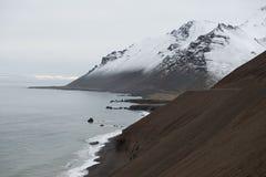 Ένα χιονισμένο βουνό στην Ισλανδία Στοκ φωτογραφία με δικαίωμα ελεύθερης χρήσης