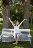 Όμορφη γυναίκα που τεντώνει έξω Στοκ Εικόνες