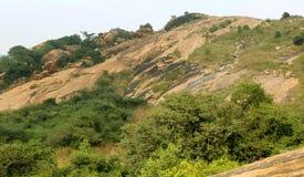 Ένα όμορφο τροπικό τοπίο λόφων sittanavasal στοκ φωτογραφίες