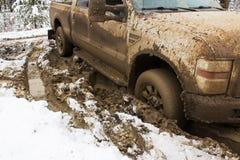 Ένα όχημα που κολλιέται στον άργιλο Στοκ Εικόνες