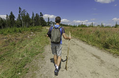 Ένα backpacker που στα βουνά Στοκ φωτογραφία με δικαίωμα ελεύθερης χρήσης