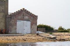 Ένα Boathouse σε μια παραλία στοκ φωτογραφίες με δικαίωμα ελεύθερης χρήσης