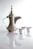 Ένα dallah είναι ένα δοχείο μετάλλων που σχεδιάζεται για την κατασκευή του αραβικού καφέ Στοκ Εικόνα