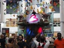 Ένα DJ παίζει τη μουσική μετά από το φεστιβάλ Tomorrowland στον αερολιμένα των Βρυξελλών στοκ εικόνες