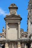 Ένα dormer και σμιλευμένα σχέδια διακοσμούν την πρόσοψη της εκκλησίας τριάδας σε Falaise (Γαλλία) Στοκ εικόνες με δικαίωμα ελεύθερης χρήσης