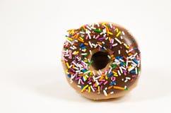 Ένα doughnut με ψεκάζει το κάλυμμα Στοκ φωτογραφία με δικαίωμα ελεύθερης χρήσης