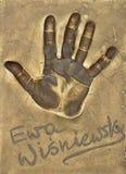 Ένα handprint της διάσημης πολωνικής ηθοποιού Ewa Wisniewska έκανε σε ένα πιάτο ορείχαλκου στοκ εικόνες
