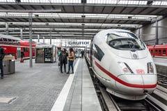 Ένα Intercity τραίνο σφαιρών ICE Deutsche Bahn στοκ εικόνα