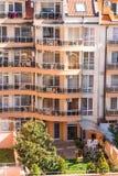 Ένα patio σε ένα κατοικημένο συγκρότημα σε βουλγαρικό Pomorie Στοκ φωτογραφίες με δικαίωμα ελεύθερης χρήσης