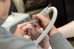 Ένα podiatrist επισκέπτεται στο σπίτι Στοκ Εικόνα
