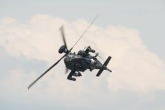 Ένα RAF Apache επιθετικό ελικόπτερο κατά την πτήση Στοκ Εικόνες
