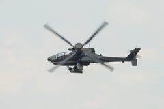Ένα RAF Apache επιθετικό ελικόπτερο κατά την πτήση Στοκ Φωτογραφία