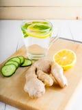Ένα rejuvenating ποτό, ένα κοκτέιλ, τσάι, νερό με το λεμόνι, inbet, Στοκ φωτογραφίες με δικαίωμα ελεύθερης χρήσης