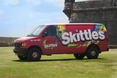 Ένα Skittle φορτηγό λόγω ενός οχυρού σε SanJuan, δημόσιες σχέσεις Στοκ Εικόνες