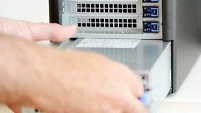 Ένθετο μονάδων παροχής ηλεκτρικού ρεύματος υπολογιστών στο σύγχρονο υπολογιστή Στοκ Εικόνα