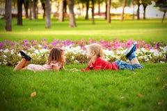 Έννοια αγάπης. Ζεύγος των παιδιών Στοκ Εικόνες