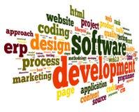 Έννοια ανάπτυξης λογισμικού στο σύννεφο ετικεττών ελεύθερη απεικόνιση δικαιώματος