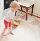 Έννοια απόλαυσης διασκέδασης ψησίματος μαγειρέματος κοριτσιών Στοκ εικόνα με δικαίωμα ελεύθερης χρήσης