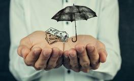 Έννοια ασφάλειας: Χρήματα και ομπρέλα Στοκ Εικόνες