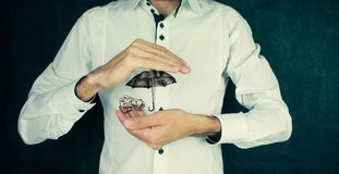 Έννοια ασφάλειας: Χρήματα και ομπρέλα Στοκ Φωτογραφίες