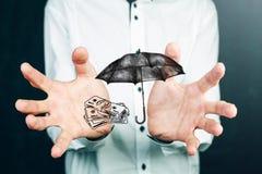 Έννοια ασφάλειας: Χρήματα και ομπρέλα Στοκ εικόνα με δικαίωμα ελεύθερης χρήσης