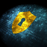 Έννοια ασφάλειας: ασπίδα στο ψηφιακό υπόβαθρο