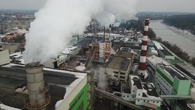 Έννοια ατμοσφαιρικής ρύπανσης Βιομηχανικά απόβλητα ρύπανσης τοπίων περιβαλλοντικά των εγκαταστάσεων θερμικής παραγωγής ενέργειας απόθεμα βίντεο