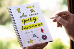 Έννοια βελτίωσης της ποιότητας σε ένα σημειωματάριο Στοκ φωτογραφία με δικαίωμα ελεύθερης χρήσης