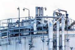 έννοια βιομηχανική Εμπορευματοκιβώτιο υγρού αερίου Αποθήκευση αερίου στο λιμένα Σωληνώσεις στις εγκαταστάσεις καθαρισμού Στοκ Φωτογραφία