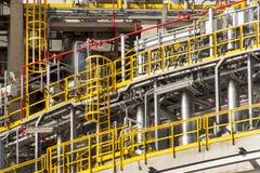 έννοια βιομηχανική Εμπορευματοκιβώτιο υγρού αερίου Αποθήκευση αερίου στο λιμένα Σωληνώσεις στις εγκαταστάσεις καθαρισμού Στοκ φωτογραφία με δικαίωμα ελεύθερης χρήσης