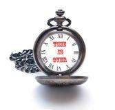 Έννοια για την Ημέρα της Κρίσεως με ένα ρολόι τσεπών Στοκ Εικόνα