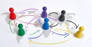 Έννοια για την παγκοσμιοποίηση, τη σφαιρική δικτύωση, το ταξίδι ή τη σφαιρική σύνδεση Ζωηρόχρωμοι αριθμοί με τη σύνδεση των βελών στοκ εικόνα με δικαίωμα ελεύθερης χρήσης