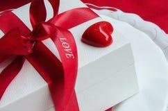 Έννοια για τον εορτασμό ημέρας βαλεντίνων του ST ή την όμορφη ρομαντική έκπληξη Στοκ φωτογραφίες με δικαίωμα ελεύθερης χρήσης