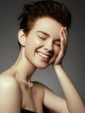 Έννοια γοητείας, ομορφιάς, κοσμήματος και πολυτέλειας Κινηματογράφηση σε πρώτο πλάνο του beautif Στοκ εικόνα με δικαίωμα ελεύθερης χρήσης