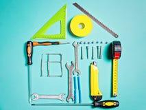 Έννοια εγχώριας βελτίωσης Καθορισμένο εργαλείο χειρός εργασίας για την κατασκευή ή την επισκευή του σπιτιού στοκ εικόνα