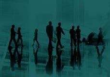 Έννοια εικονικής παράστασης πόλης περπατήματος κατόχων διαρκούς εισιτήριου επιχειρηματιών στοκ φωτογραφία
