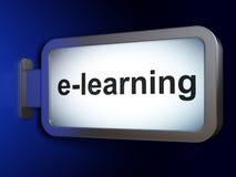 Έννοια εκπαίδευσης: Ε-εκμάθηση στο υπόβαθρο πινάκων διαφημίσεων Στοκ Εικόνα