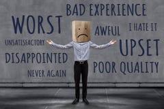 Έννοια εμπειρίας πελατών, δυστυχισμένος πελάτης επιχειρηματιών με λυπημένο στοκ φωτογραφία με δικαίωμα ελεύθερης χρήσης