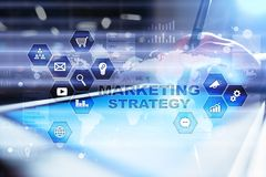 Έννοια εμπορικής στρατηγικής στην εικονική οθόνη Διαδίκτυο, διαφήμιση και ψηφιακή έννοια τεχνολογίας τρισδιάστατες αγορές πωλήσεω Στοκ εικόνες με δικαίωμα ελεύθερης χρήσης