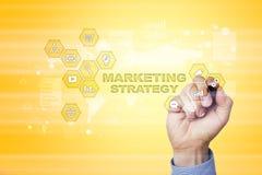 Έννοια εμπορικής στρατηγικής στην εικονική οθόνη Διαδίκτυο, διαφήμιση και ψηφιακή έννοια τεχνολογίας τρισδιάστατες αγορές πωλήσεω Στοκ εικόνα με δικαίωμα ελεύθερης χρήσης