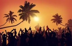 Έννοια ενθουσιασμού εκτελεστών κόμματος παραλιών φεστιβάλ θερινής μουσικής στοκ φωτογραφία με δικαίωμα ελεύθερης χρήσης