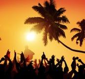 Έννοια ενθουσιασμού εκτελεστών κόμματος παραλιών φεστιβάλ θερινής μουσικής στοκ εικόνα