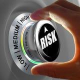 Έννοια ενός κουμπιού που ρυθμίζει ή που ελαχιστοποιεί τον πιθανό κίνδυνο ελεύθερη απεικόνιση δικαιώματος