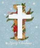 Έννοια εορτασμού Χαρούμενα Χριστούγεννας με το σταυρό Χριστουγέννων στο διακοσμητικό υπόβαθρο Δημιουργικό σχέδιο ευχετήριων καρτώ στοκ εικόνα