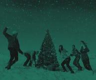 Έννοια εορτασμού χειμερινών διακοπών Χριστουγέννων φίλων στοκ εικόνες