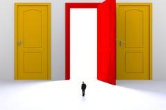 Έννοια επιτυχίας με τον επιχειρηματία, εικόνα του μικροσκοπικού επιχειρηματία που στέκεται μπροστά από την ανοικτή κόκκινη πόρτα  απεικόνιση αποθεμάτων