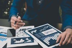 Έννοια επιτυχίας στατιστικών επιχειρήσεων: fina analytics επιχειρηματιών Στοκ εικόνα με δικαίωμα ελεύθερης χρήσης