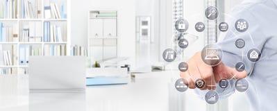 Έννοια επιχειρησιακής εργασίας γραφείων, εικονίδια οθόνης αφής χεριών, Ιστός banne Στοκ φωτογραφίες με δικαίωμα ελεύθερης χρήσης