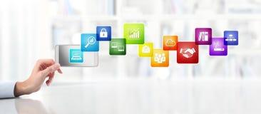 Έννοια επιχειρησιακής εργασίας γραφείων, χέρι με το έξυπνο τηλέφωνο και χρώματα ι Στοκ φωτογραφίες με δικαίωμα ελεύθερης χρήσης