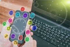 Έννοια επιχειρησιακής τεχνολογίας, έξυπνο phon χρήσης χεριών επιχειρηματιών Στοκ Φωτογραφία